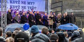 Ve většině vystoupení na pražském Albertově zazněl odkaz na humanistické a demokratické principy.