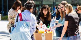 První akcí nově vzniklého centra byl 25. dubna Den společenské odpovědnosti. Studenti a partneři univerzity prezentovali své vlastní společensky odpovědné projekty, vyhlášena byla i soutěž o nejlepší CSR projekt.