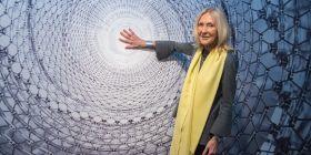 Eva Jiřičná představuje výstavu svých schodišť.