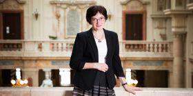 Českou vědu ohrožuje nestabilita a nepředvídatelnost, vědci se nemohou soustředit na práci, říká nová předsedkyně Akademie věd Eva Zažímalová.