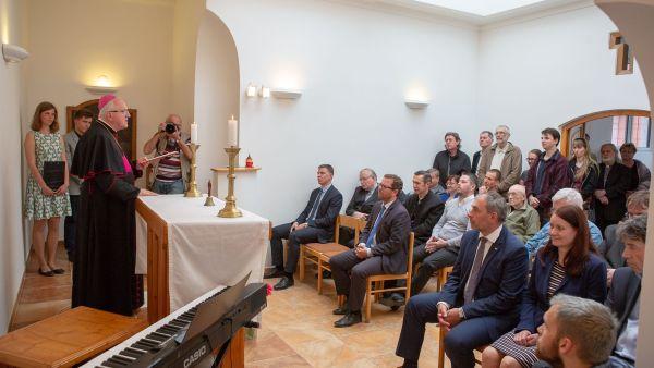 Litoměřický biskup Jan Baxant při květnovém znovuotevření univerzitní kaple.
