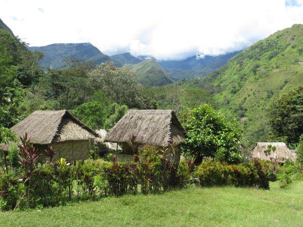 Vesnice Toweth vpohoří Saruwaged Range.