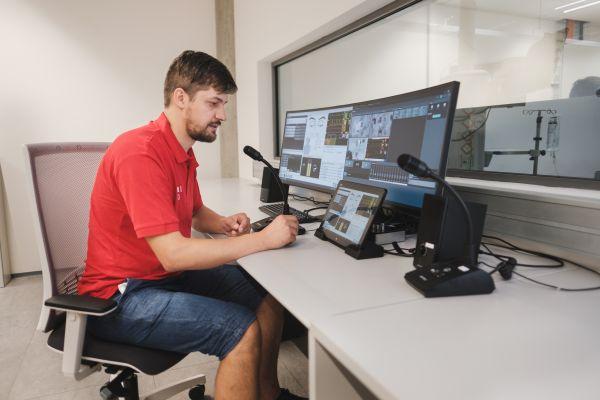 Z velína ovládají urgentní příjem technici interaktivní výuky.