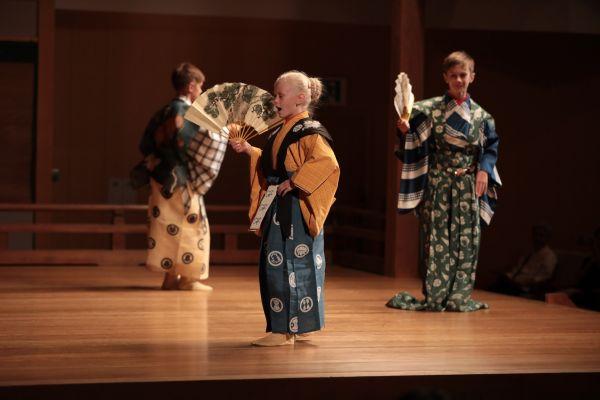 V roce 2014 Tomáš Pavčík vBrně založil Dětské studio Divadla kjógen, opět let později mladí herci poznávali iKjóto (2019).
