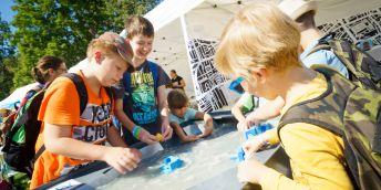 Festival vědy se z pražského Vítězného náměstí přesouvá letos do virtuálního světa.