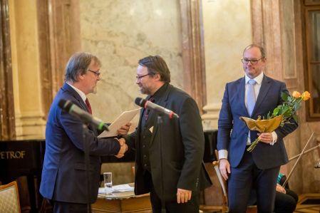 Petr Vorel získal ocenění za mimořádné výsledky výzkumu voboru raně novověkých hospodářských dějin aměnového vývoje.