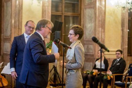 Jiřina Bartůňková stála uzrodu nových diagnostických aléčebných postupů prioritně zavedených vČesku, jako například transplantace kostní dřeně uprimárních imunodeficiencí.