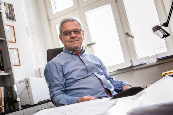 Profesor Pavel Hobza