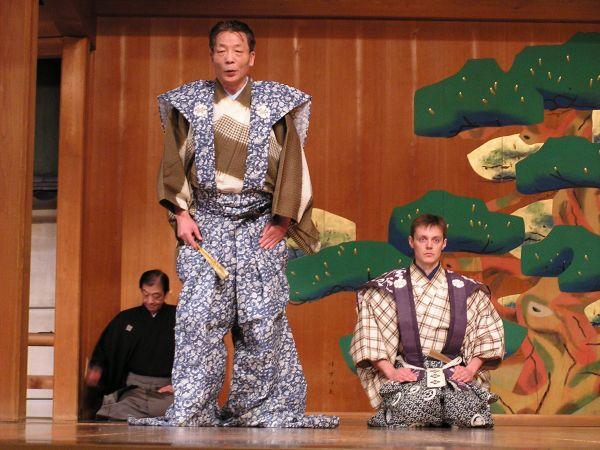 Ondřej Hýbl se Šime Šigejamou vjaponsky hraném představení Papouškování (Kjóto, 2004).