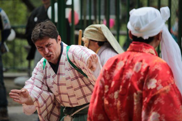 Někdy si kjógen objednají isvatebčané na vlastní svatbu. Hra Velké prádlo, vroli trýzněného manžela Karel Šmerek (Brno, 2017).