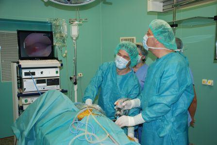 Artroskopická operace lokte upsa.