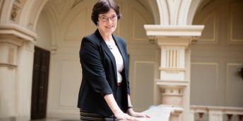 Nová předsedkyně Eva Zažímalová se chce zaměřit hlavně na lepší financování akademie a podporu špičkového výzkumu.