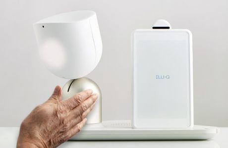 Elli Q je chůvička pro seniory od společnosti Intuition Robotics. Zařízení sfuturistickým designem na seniora přátelsky mluví, dokáže jej telefonicky iobrazově spojit sjeho blízkými, připomíná anavrhuje časový rozvrh adenní úkoly seniora, včetně pohybových aktivit, hraje sním online hry, propojí jej se sociálními sítěmi či přečte audioknihu.