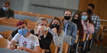 Jak zvládat studium, přijímací pohovory, ale i stres a frustraci z pandemie. Kariérní centra vysokých škol pomáhají studentům online s mnoha potížemi.