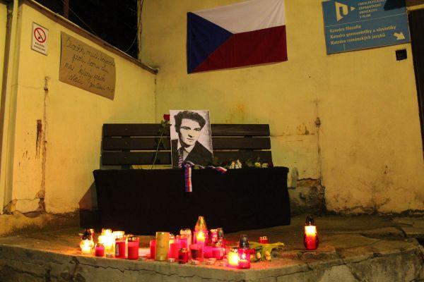 Plzeňští vysokoškolští astředoškolští studenti uspořádali pietní akci Svíčka za Jana Palacha.