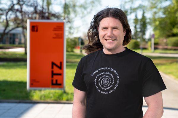 Jiří Černý, virolog zFakulty tropického zemědělství ajeden ze zakládajících členů CINeZ.
