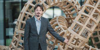 Marek Mráz působí jako vedoucí laboratoře v CEITEC MU a ve Fakultní nemocnici Brno. Před dvěma lety získal prestižní ERC Starting Grant od Evropské výzkumné rady a zkoumá biologii a možnosti cílené léčby leukémie a lymfomů.