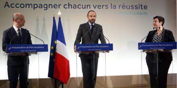 Z vládní tiskové konference 30. října 2017. Zleva: ministr Jean-Michel Blanquer, premiér Edouard Philippe aministryně Frédérique Vidalová.