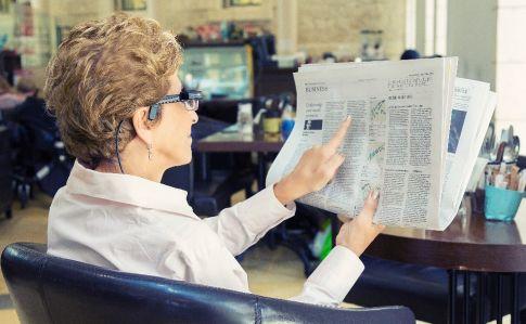 Orcam jeden zinovativních izraelských start-upů. Vytváří chytré brýle pro seniory, nevidomé aslabozraké.