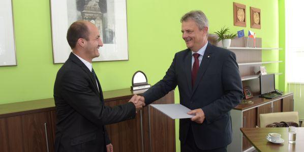Nového děkana jmenoval do funkce rektor Univerzity Pardubice Miroslav Ludwig. Fakultu vede od 1. září.