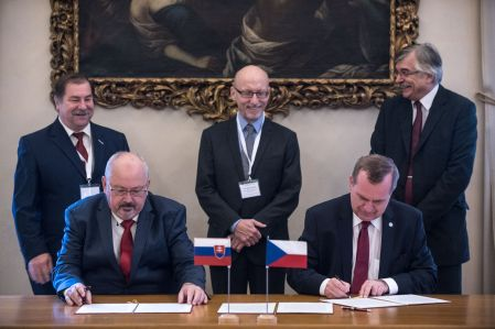 Statement was signed by Tomáš Zima (on the right), Head of the Czech Conference of Rectors, and Marek Šmid, Head of the Slovak Conference of Rectors on 25 October.