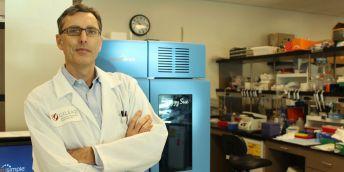 Virolog Tomáš Cihlář.