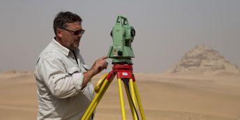 Zaměřování v poušti. Schválně, kolik byste řekli, že je stupňů Celsia...
