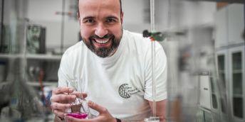 Metalothionein začal Adam studovat už před dvaceti lety, kdy jej zaujala jeho schopnost chránit buňky před toxickými kovy.