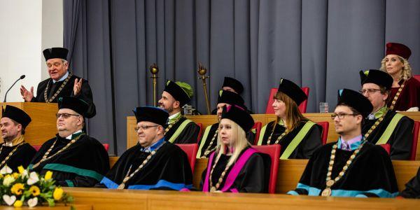Paul Nurse při přebírání čestného titulu na Mendelově univerzitě vBrně.