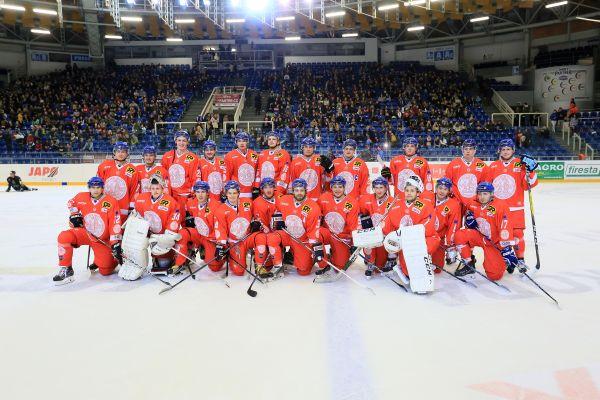 Hokejisté Univerzity Karlovy, vítězové loňského Souboje mistrů mezi UK aMU, který se konal vrámci EUHL.