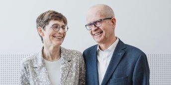 """Manželé Hana a Dalimil Dvořákovi založili Nadaci Experientia v roce 2013, a jak říkají: """"Vracíme peníze, odkud přišly – do vědy."""""""