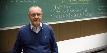 Profesor Jiří Podolský a jeho přednáška O čase, astronomii i pravěku.