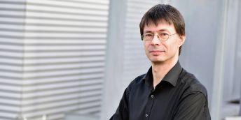 Martin Scheringer z brněnského výzkumného centra Recetox MU a Švýcarského federálního technologického institutu (ETH) v Curychu je jedním z autorů výzvy, kterou v únoru publikoval časopis Science – spolu s kolegy požadují vytvoření globálního mezivládního vědecko-politického panelu, který by informoval o možnostech snižování škodlivých chemických látek.