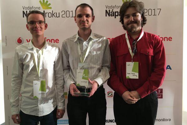 Studenti ZČU vPlzni získali druhé místo vsoutěži Nápad roku (zleva David Prantl, Martin Prantl aMartin Mojzík).