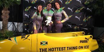 Tým jamajských bobistek v oblečení od lektorky zlínské univerzity Zuzany Bahulové.