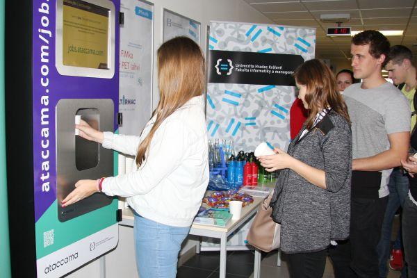 Filtrační zařízení na vodu na Univerzitě Hradec Králové.
